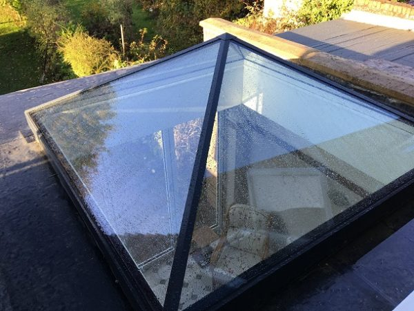 exterior vie of Duplus pyramid rooflight on a flat roof